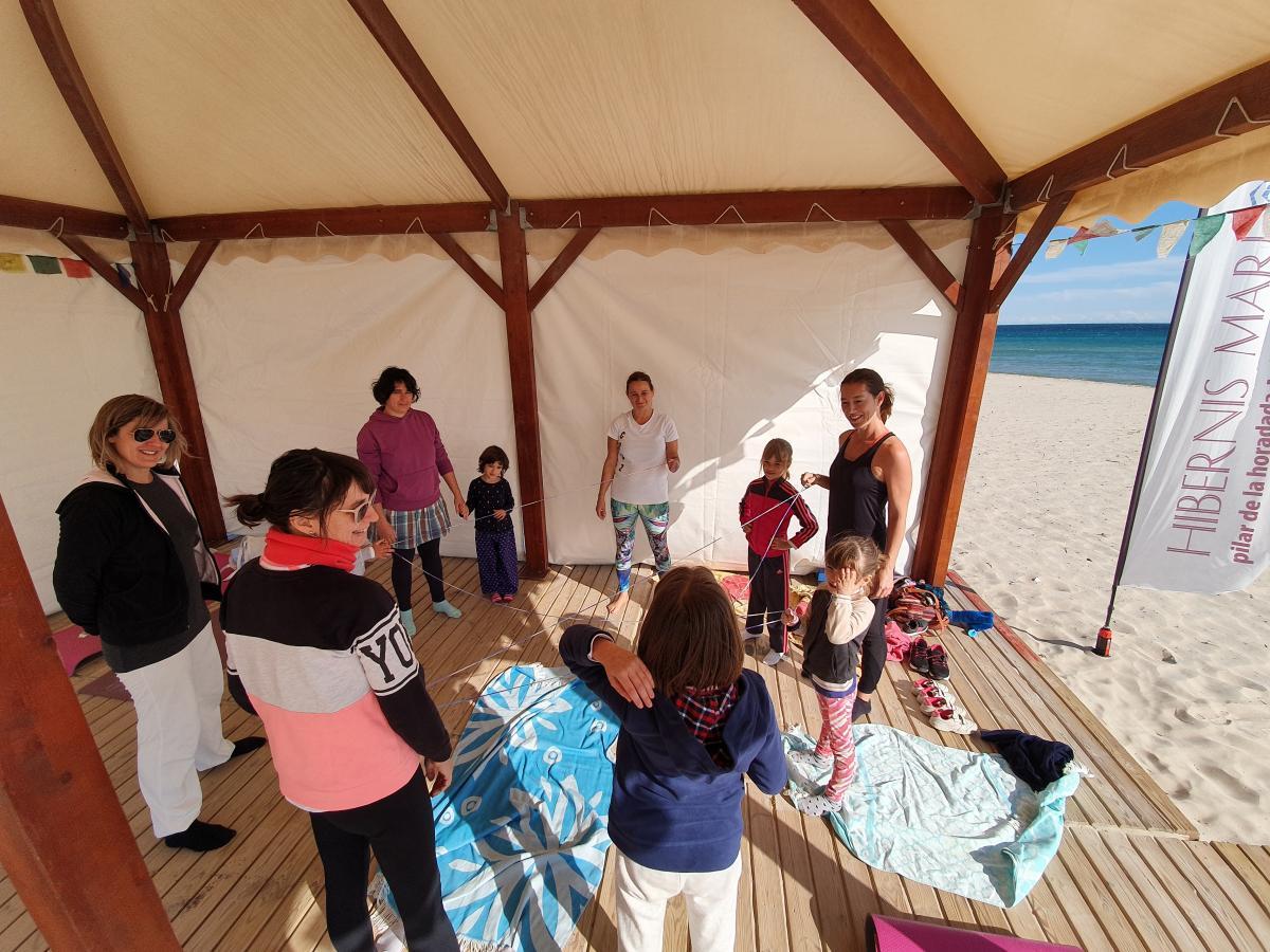 yoga infantil hibernis mare mil palmeras pilar de la horadada playa de invierno